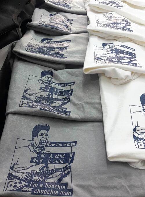 プリント後のHoochie Choochie Tシャツ