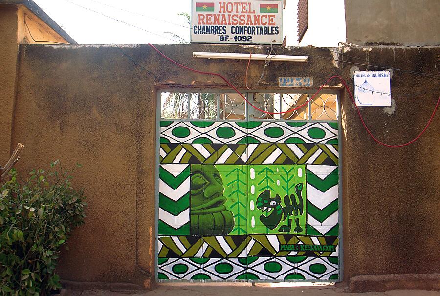 ブルキナファソのボボ・デュラッソという小さな街で描いた壁画