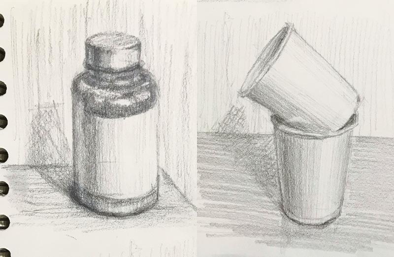 サプリの容器と紙コップ